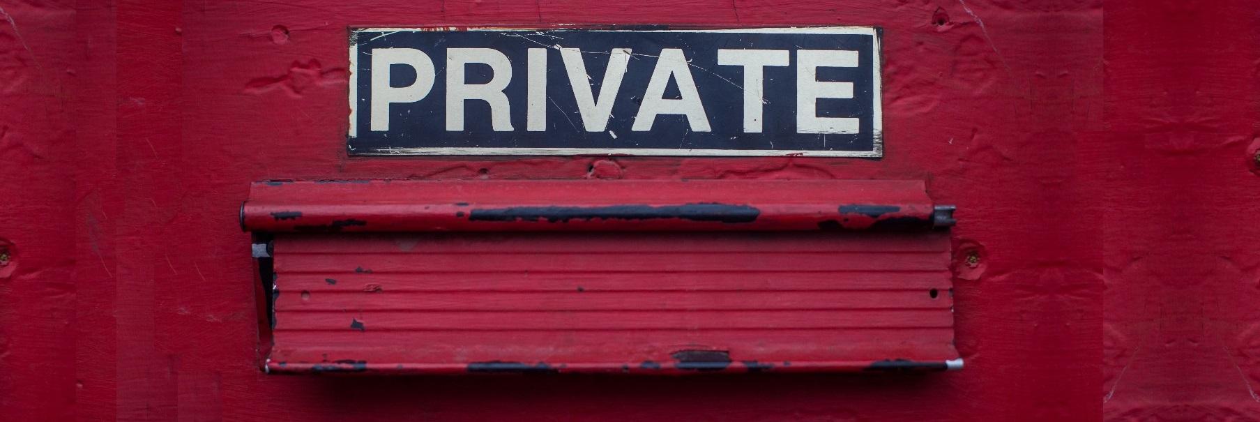 Ein wichtiger Zweck des Sender Policy Framework (SPF) ist es, die Gefahr durch Spam- und Phishing-E-Mails zu minimieren.